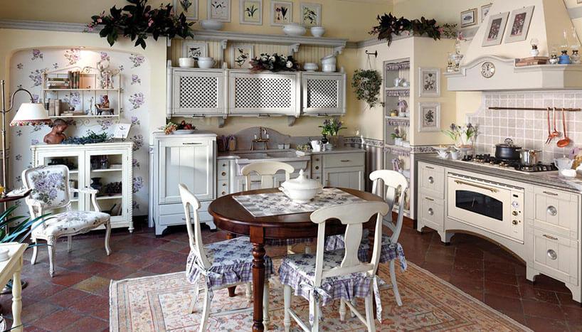 Многочисленный декор на кухне